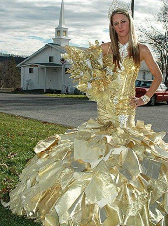 Невесты как на подбор или 12 странных свадебных платьев