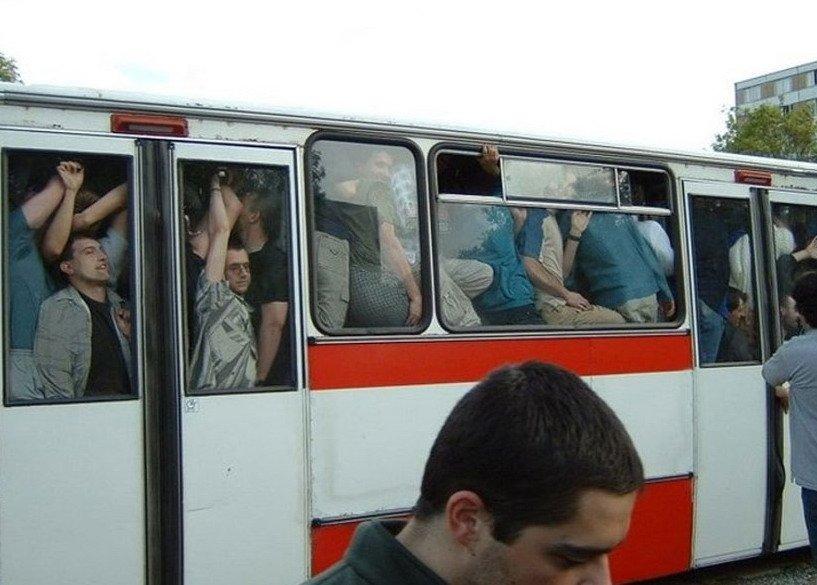 Маршрутное такси - это испытание (12 фото)