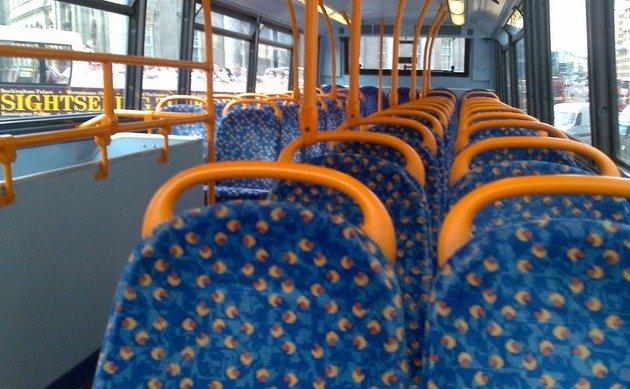 Теперь понятно, почему сидения в транспорте такие яркие