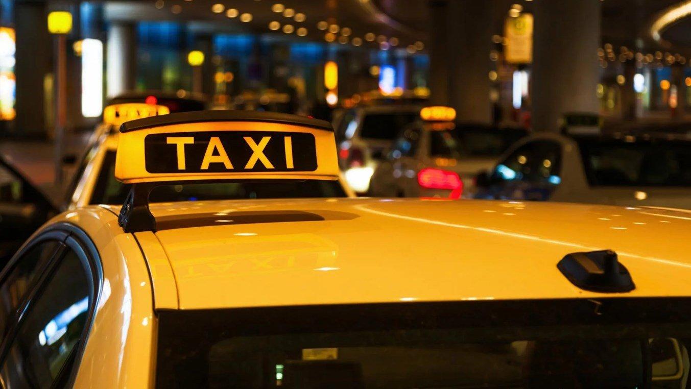 Молодец таксист! Надо учить, если на словах не понимают