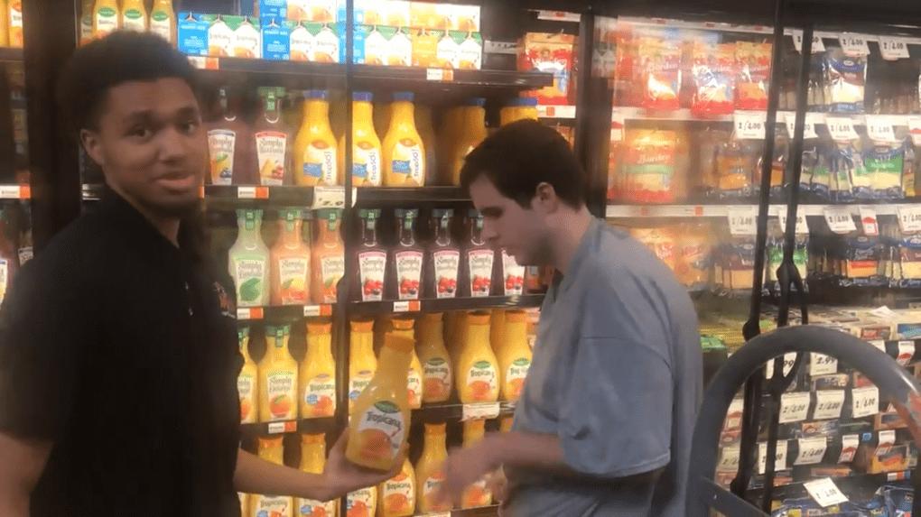 Работник супермаркета помог парню с аутизмом, после чего жизнь обоих уже не была прежней
