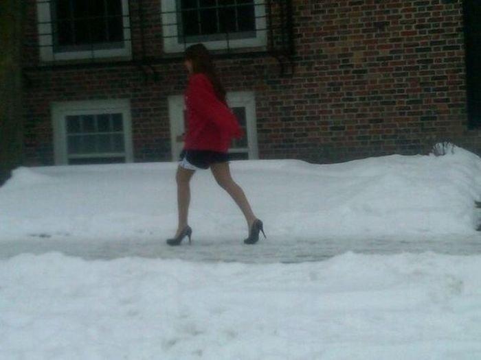 Зима — не повод выглядеть некрасиво или 12 девушек одетых немного не по погоде