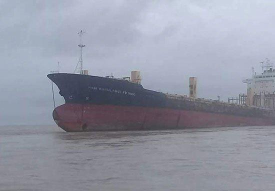 К берегу Мьянмы пристал «корабль-призрак» без единого человека на борту