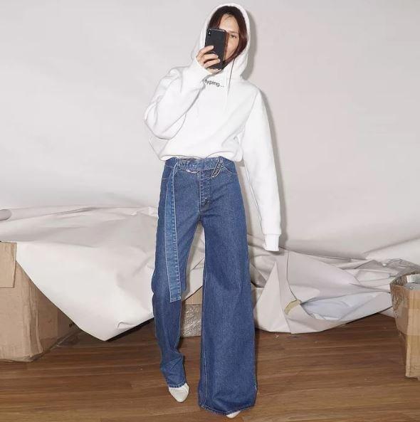 Асимметричные джинсы могут стать следующим модным трендом