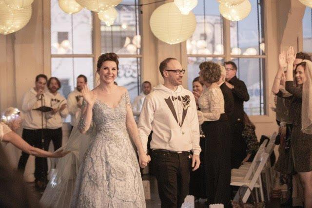 Невеста пригласила всех гостей надеть на ее свадьбу их старые свадебные платья