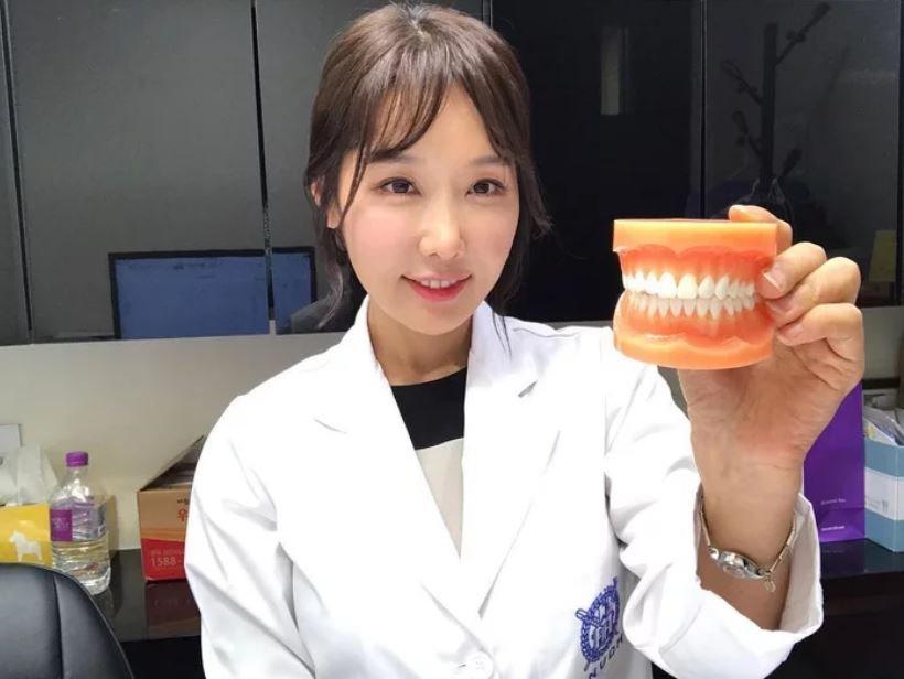 Этой милой корейской девушке, работающей стоматологом, на самом деле уже 50 лет