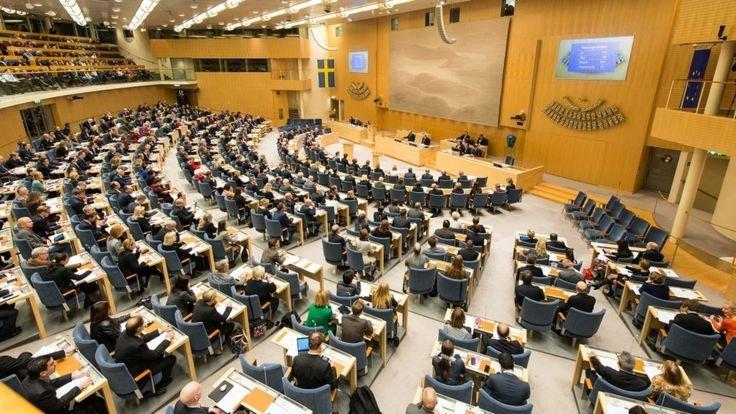 Швеция: страна, где у депутатов нет помощников, авто и пенсий
