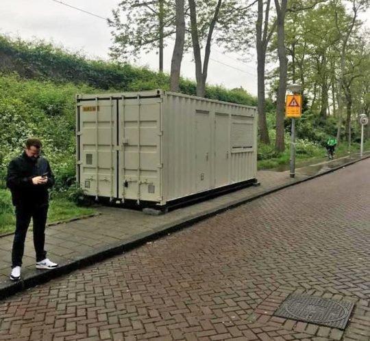 Турист приехал в Амстердам и понял, что его арендованная комната — это транспортный контейнер