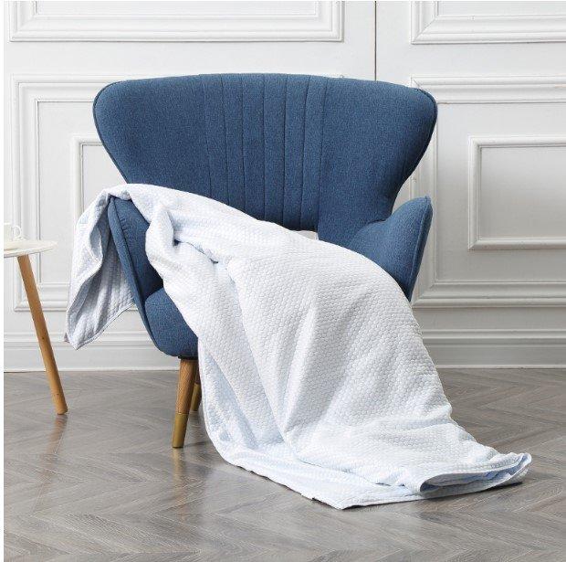 В продаже появилось охлаждающее одеяло для жарких ночей