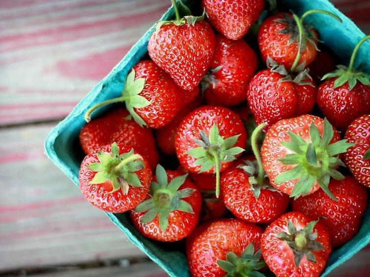 Почему хвостики от клубники, полезнее, чем сама ягода?
