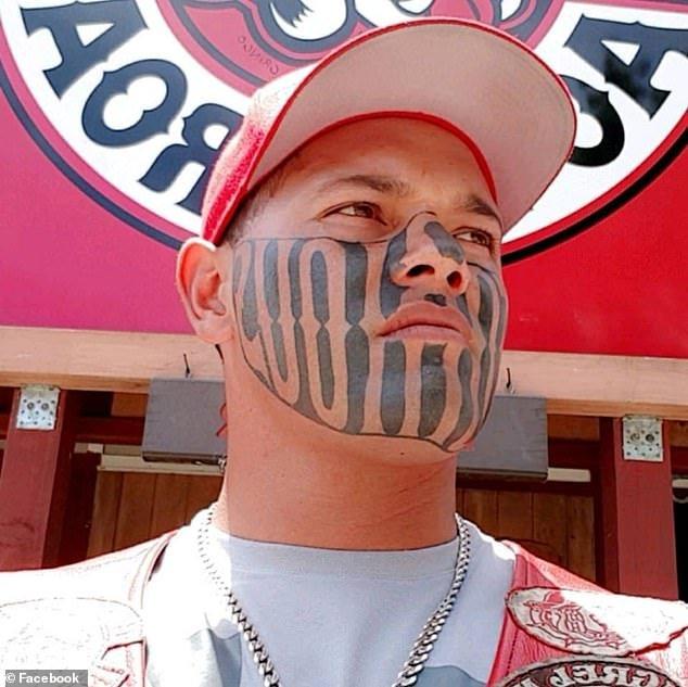 Пресловутая татуировка мешает гангстеру найти работу