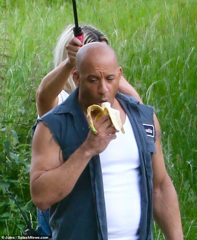 Вин Дизель ест банан под зонтом: съемки фильма «Форсаж 9» стартовали