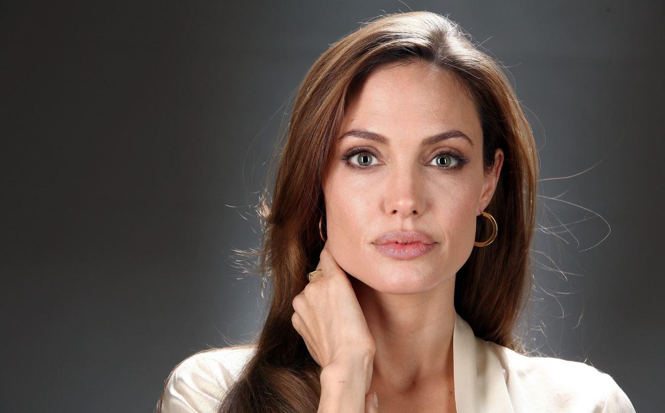 Своей красотой Анджелина Джоли обязана матери: 8 фото демонстрирующих это