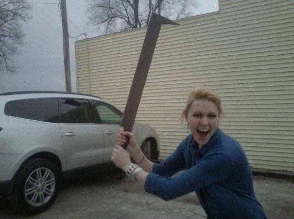 Женщина купила меч Урук-Хая и показала, насколько полезный он в повседневной жизни