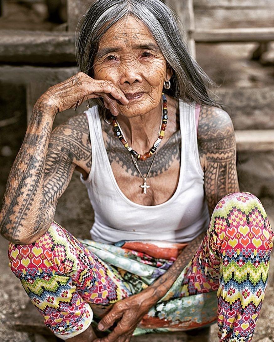 102-летняя женщина хранит древнюю традицию филиппинских тату
