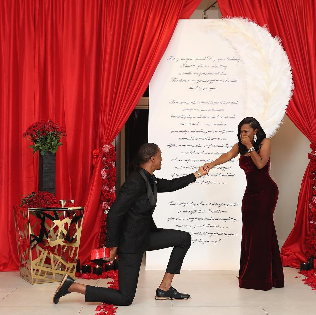 Мужчина сделал предложение с шестью кольцами, чтобы невеста могла выбрать