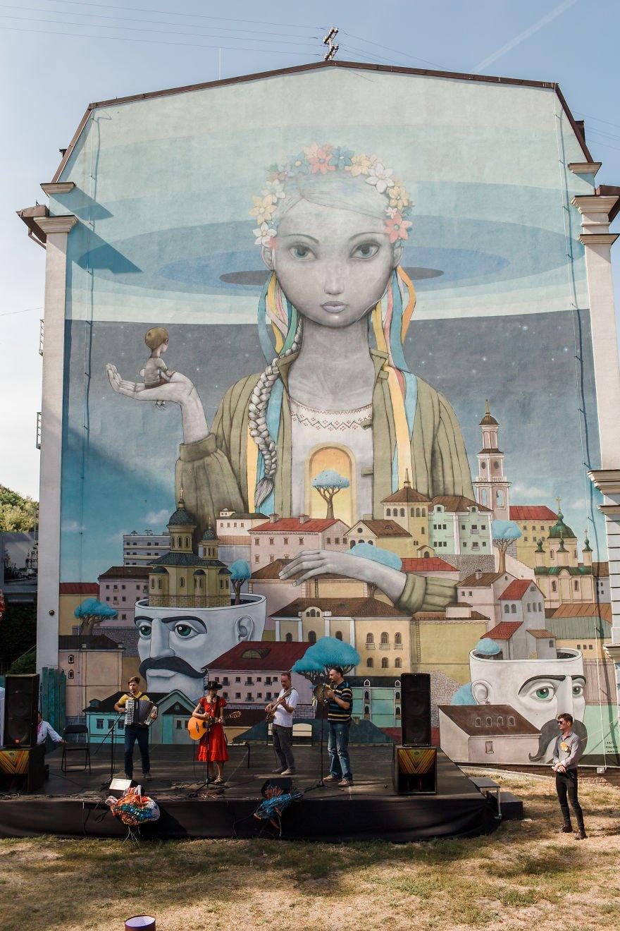 Девушка фотограф из Америки впервые побывала в Киеве, сделав яркую серию снимков