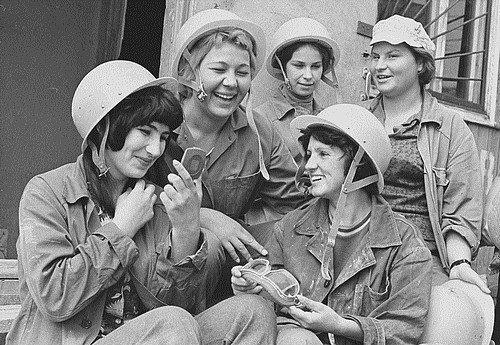 Кто сказал, что женщины – слабый пол: 16 красноречивых советских кадров