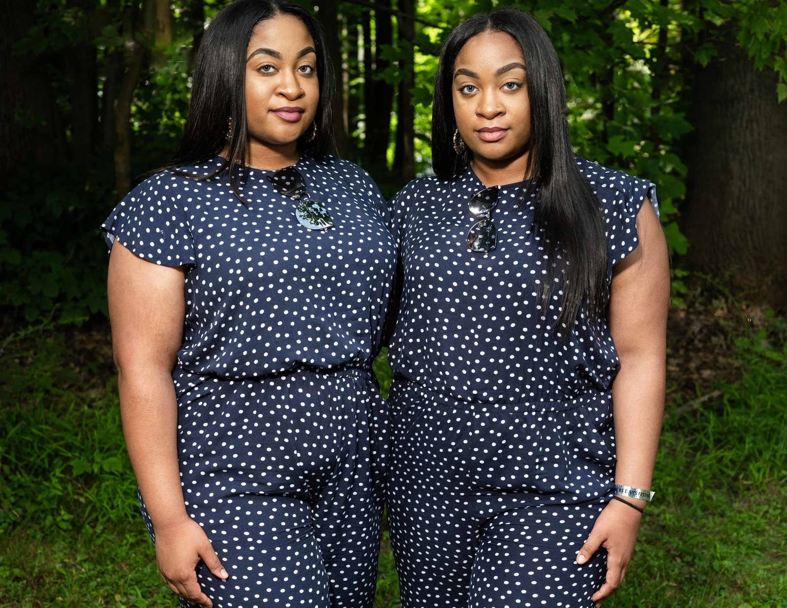 17 кадров во всех красках демонстрирующих связь между близнецами