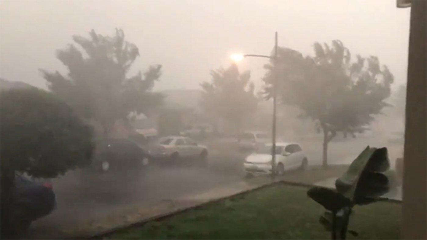В Австралии, наконец, пошел дождь, потушив тем самым более 30 пожаров