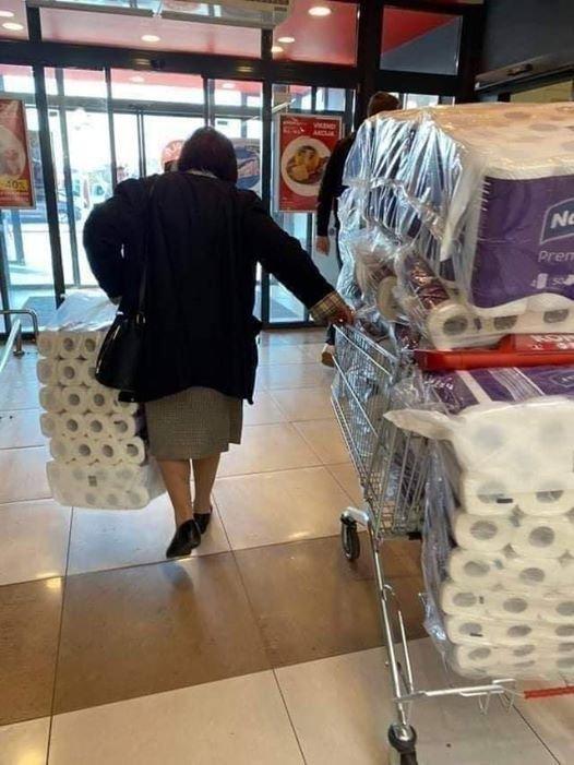 Ажиотаж вокруг туалетной бумаги в 12 фото и мемах