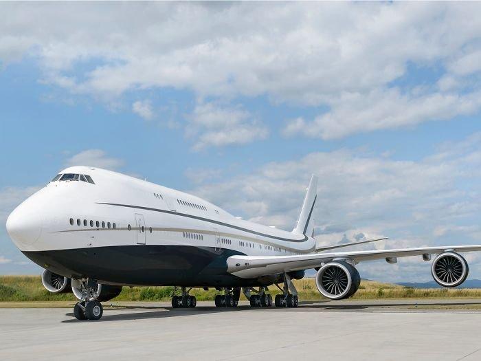 Один из самых больших частных самолетов в мире, который выглядит как летающий особняк