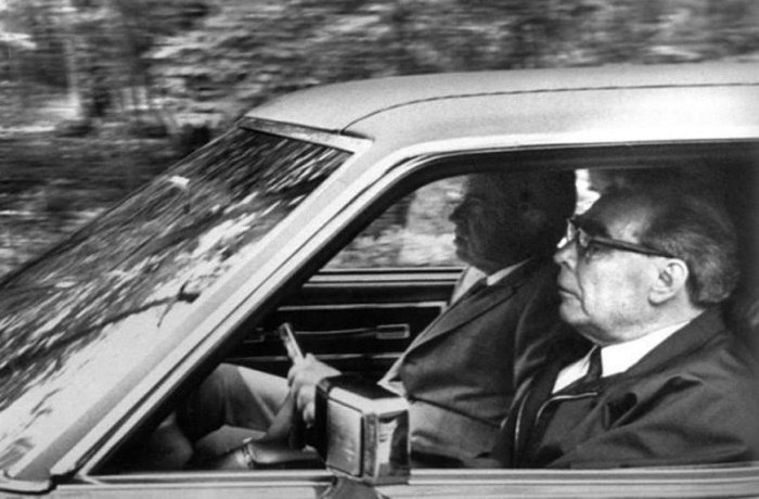 Леонид Брежнев на кадрах официальной хроники и в неофициальной обстановке: 15 фото
