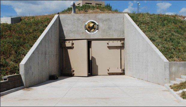 Роскошный атомный бункер с 15 подземными этажами, бассейном и кинотеатром