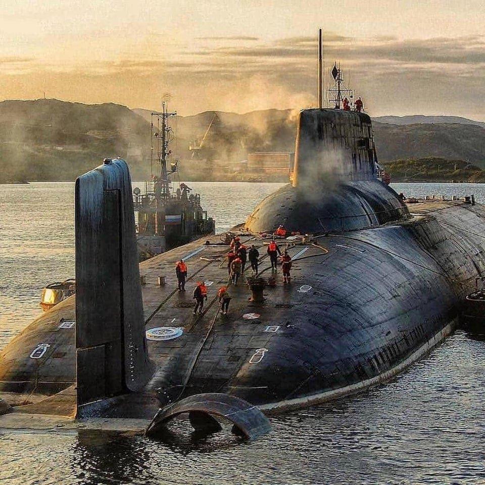 На какую глубину должна опуститься подводная лодка, чтобы спрятаться от шторма