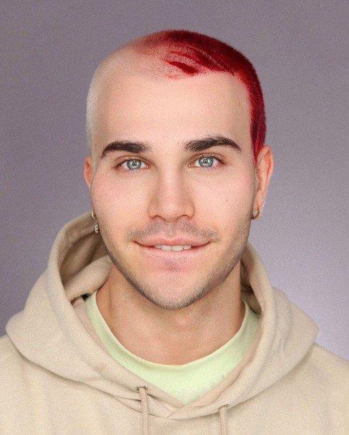 Визажист превращает себя в кого угодно только с помощью макияжа