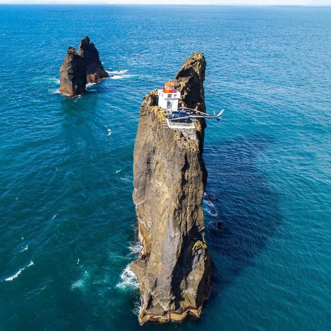 Тридрангар — неприступный маяк Исландии на 40-метровой скале