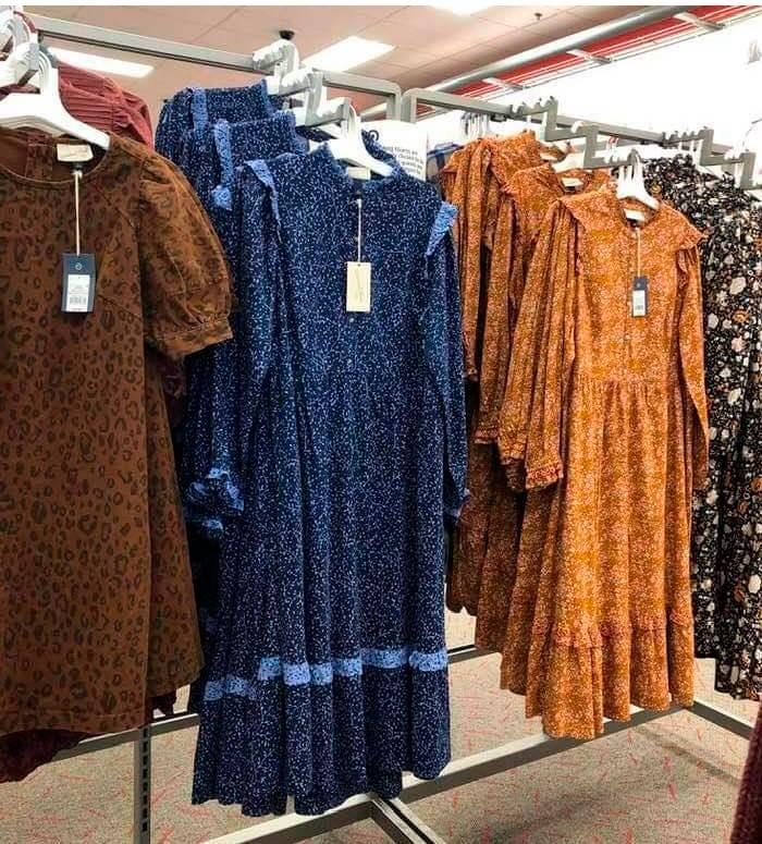 Люди устроили челлендж с новым дизайнерским платьем, похожим на крестьянское
